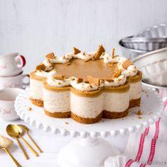 Halusin tehdä hyydykekakun, joka näyttää piparkakulta. Ratkaisu löytyi kinuskin makuisesta kiilteestä. Tämän kakun voit tehdä valmiiksi pakastimeen. Vanilla Cake, Tiramisu, Cheesecake, Favorite Recipes, Ethnic Recipes, Sweet, Desserts, Food, Candy