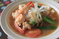 GoodyFoodies: Spicy kimchi soup with prawns, tofu and glass noodles