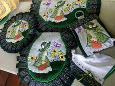 Bathroom Crafts, Four Square, Apron, Patches, Blog, Jeans, Craftsman Bathroom, Diaper Holder, Embroidery Ideas