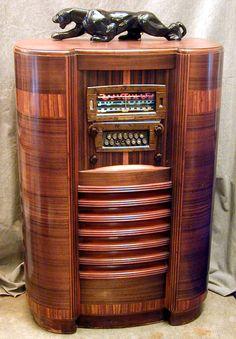 Weird Vintage, Vintage Tv, Art Deco Decor, Art Deco Design, Retro Radios, Vintage Boats, Vintage Architecture, Antique Radio, Art Deco Furniture