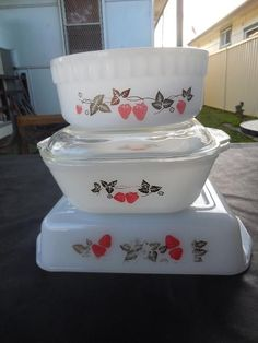 Vintage Pyrex Country Strawberry ovenware table ware Set