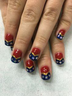 Wonder Woman gel nails Wonder Woman Nails, Wonder Nails, Seasonal Nails, Holiday Nails, Fingernails Painted, Gel Nails, Cute Nails, Pretty Nails, Superhero Nails