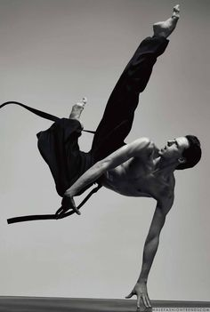 Germain Louvet y Hugo Marchand para Numéro Homme por Jacob Sutton Action Pose Reference, Human Poses Reference, Pose Reference Photo, Body Reference, Action Poses, Anatomy Reference, Poses Dynamiques, Dance Poses, Art Poses