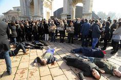 #Moda, a #Milano il #blitz degli #animalisti contro le #pellicce - #nofur