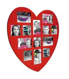 Marco de pared en forma de corazón para 13 fotos de diferentes medidas, 6 fotos de 10 x 15 cm y 7 fotos de 10 x 10 cm. Diseñado en madera y disponible en varios colores. #deco #miscalo