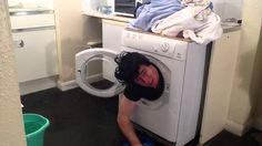 How to fit a man in a washing machine. Warning! Do not try this at home!