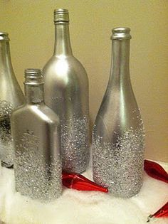 Wine Bottles Decoration Ideas For Christmas Epsom salt and glitter bottles: this is a good idea for empty wine and liquor bottles!Epsom salt and glitter bottles: this is a good idea for empty wine and liquor bottles! Empty Liquor Bottles, Bottles And Jars, Glass Bottles, Glitter Bottles, Painted Bottles, Decorated Bottles, Reuse Bottles, Mason Jars, Alcohol Bottles