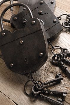 You could make some great Valentine assemblages with these. Set of 3 Decorative Antique Padlocks with Keys $9 set