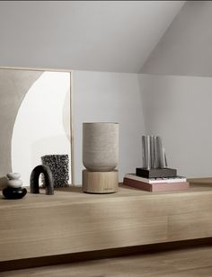 The simplicity of the Beosound Balance design is rooted in Scandinavian minimalism, contrasting strongly with its raw, high-performing but beautifully balanced sound. Find out more about our new wireless, smart home speaker. Home Design, Interaktives Design, Smart Design, Display Design, Ikea Skadis, Ikea Malm, Balance Design, Home Speakers, Man Room