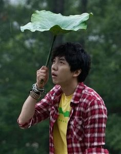 LEE SEUNG GI...i had to pick this picture.  everytime i look at it i see an asian ron weasley.
