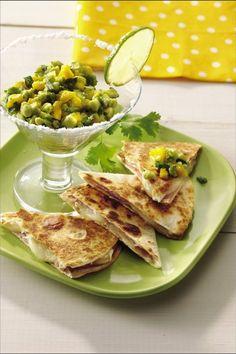 Quesadillas con Queso Brie, Mango y Guacamole