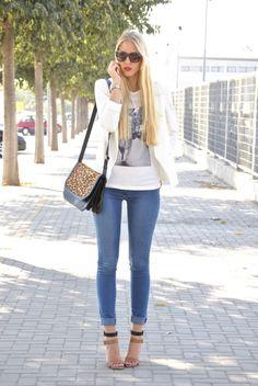 2012 Blazer: Mango/Camiseta/ T-shirt: Oppure/Jeans: Piel de Toro  / Heels: Zara/ Bag: Zara