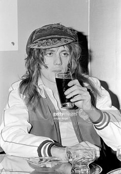 Drummer Roger Taylor from British rock group Queen posed in. John Deacon, Princes Of The Universe, Roger Taylor Queen, Queen Meme, Ben Hardy, British Rock, Queen Freddie Mercury, Queen Band, Rock Groups