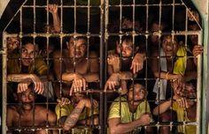Erdrückende Enge: Diese Männer teilen sich eine Zelle im Quezon City Jail in der philippinischen Hauptstadt Manila. Mit seiner harten Haltung Drogenabhängigen und -händlern gegenüber hat der vor zwei Monaten gewählte philippinische Präsident Rodrigo Duterte die bereits vollen Gefängnisse seines Landes noch weiter gefüllt. Menschenrechtsorganisationen rufen nun dazu auf, die katastrophalen Bedingungen dort zu verbessern (© AFP).