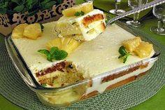 O Pavê Mousse de Abacaxi é prático, delicioso e vai agradar toda a família. Experimente! Veja Também: Pavê de Sonho de Valsa Veja Também: Pavê de Chocolate