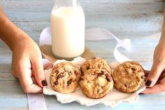 Απίθανα μπισκότα με 3 είδη σοκολάτας — Paxxi Greek Cookies, Doughnut, Glass Of Milk, Biscuits, Muffin, Chocolate, Breakfast, Desserts, Food
