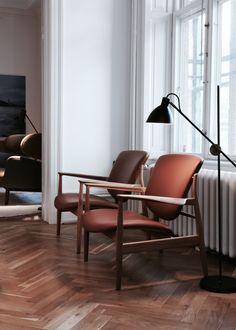 Masculine Scandinavian living room with a pair of Finn Juhl chairs. Mid-century modern Danish designer furniture. The France Chair was designed by Finn Juhl. The chair was originally called FJ 136 and was designed in 1956. Now produced in Denmark by Onecollection.