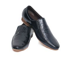 http://www.zrestha.com/shoes/gents/formal/attractive-and-comfortable-black-color-shoes-from-weavers.html?___SID=U