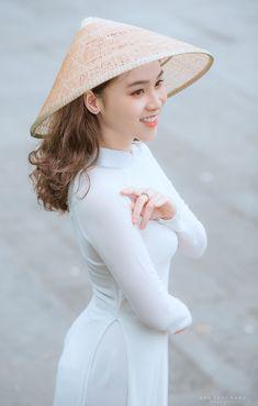 Girls Uniforms, Ao Dai, White Girls, Asian Girl, Cool Pictures, Disney Princess, Hats, Fashion, Asia Girl