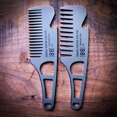 Big Red No.88 LT Now on the website. Pure functional #badassery #bigredbeardcombs #beardcomb #pocketcomb #comb #metalcomb #menshair #menstyle #haircomb #mensstyle #gentleman #noshave #beardcare #beard #bearded #mensgrooming #beardstildeath #edc #tactical