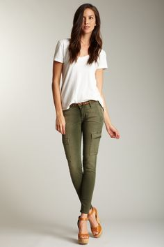 I think these skinny cargo pants looks so cool!!