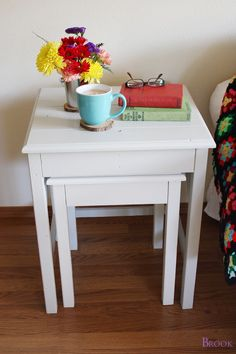 Nesting side tables with cute cottage charm for your living room! DIY plans to build these nesting end tables inspired by Pottery Barn Pratt Nesting Side Tables. Woodworking Apron, Woodworking Furniture, Furniture Plans, Woodworking Crafts, Woodworking Plans, Diy Furniture, Sand Projects, Easy Diy Projects, End Table Plans