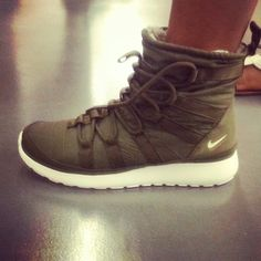 nike roshe run hi