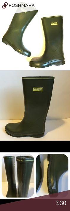Trenton Rain Boots Stay dry on the rainiest of days with these women s  ultra-stylish 2d0465080