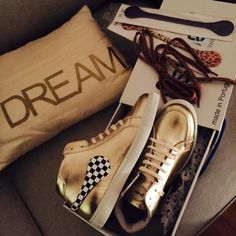 iSHOES GOLD SPECIAL EDITION...your dream sneakers. Made in Portugal