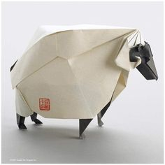 Repost : Fantastic origami sheep designed and folded by Joseph Wu in 2007, I really like his style !!! Follow >>> @joseph_wu_origami for more incredible origami !