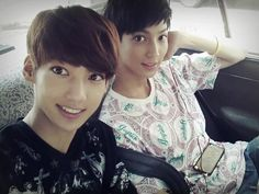 One of the CUTEST pic from the Jo twins, Kwangmin and Youngmin. Boyfriend Kpop, Boyfriend Photos, Boyfriend Memes, Korean Shows, Korean K Pop, Korean Star, Jo Youngmin, Korean Picture, Cute Twins