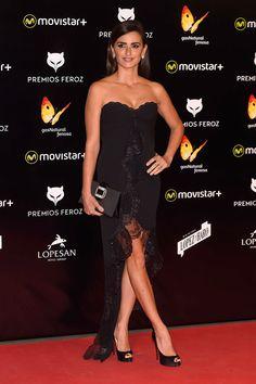 Penélope Cruz en los Premios Feroz con vestido vintage de Emanuel Ungaro.