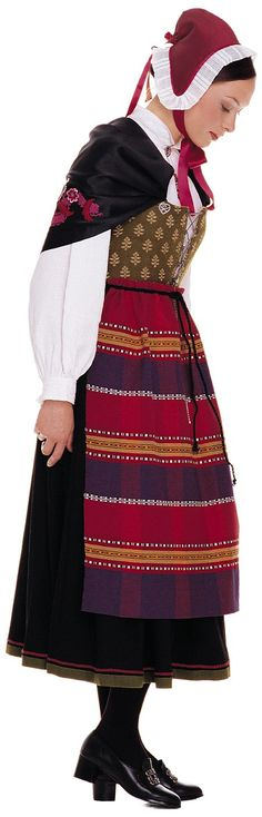 Østfoldbunad, Oslo variant.-id love to wear this whole thing