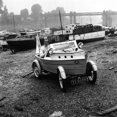 Clive Talbot Of Chiswick, London, in his car built with the body of a boat. (Photo by June Lander/BIPs/Getty Images). September 1959