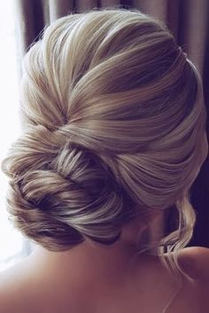 Vintage Wedding Hairstyles For Gorgeous Brides ★ vintage wedding hairstyles textured swept low bun updo with loose curls hairbyhannahtaylor