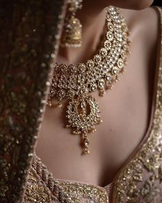 Awesome bride's detailing photography ❤️❤️❤️ . . Photo @mpsinghphotography #bridephotography #bride #necklace #goldjewellery #jewellery #wedding #photography #detailing #indianbride Bridal Jewelry, Gold Jewelry, Jewellery, Pearl Necklace, Bride Necklace, Bride Photography, Indian Bridal, Special Day, Blouse Designs