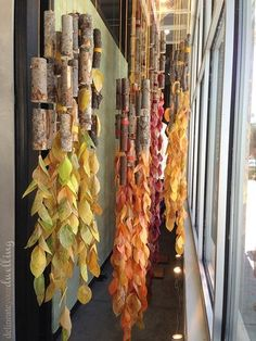 Leaf Press, Anthropologie Autumn Window Display Create these simple leaf press leaves for a fun autumn display inspired and created during a workshop by Anthropologie. Visual Display, Display Design, Store Design, Display Ideas, Retail Windows, Store Windows, Fall Window Boxes, Autumn Window Displays, Winter Window Display