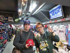 【新宿1号店】2014.11.24 トロントからご来店頂きました☆カープのキャップとユニフォームがとてもお似合いでした\(^o^)/またのご来店お待ちしております♪