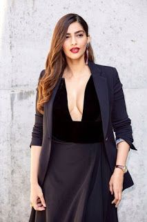 Beautiful and gorgeous bollywood actress: Hot boobs and cleavage of sonam kapoor Indian Bollywood Actress, Bollywood Actress Hot Photos, Beautiful Bollywood Actress, Bollywood Celebrities, Beautiful Indian Actress, Bollywood Fashion, Beautiful Actresses, Indian Actresses, Tamil Actress