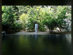 The Curator´s Choice. All the world´s futures. 2015 Foto Serie – Biennale Venedig, Giardini, Arsenale und diverse Palazzi Performance: Markus Wintersberger Fotografie: Andrea Nagl Nagl ~ Wintersberger...