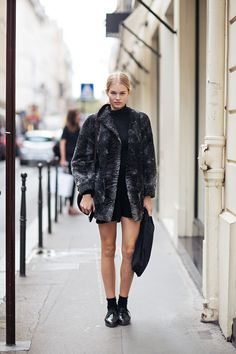 great topper. #AnnaEwers #offduty in Paris.