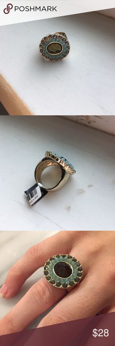 🎄lovely Banana Republic Crystal ring Pretty cocktail ring with faceted center Crystal to catch the light and wide band for easy elegance, bought as a gift a year ago but ended up giving a different ring Banana Republic Jewelry Rings