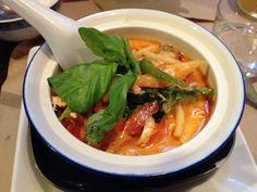 Sopa tailandesa con verduras salteadas