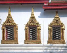 2014 Photograph, Wat Chumphon Nikayaram Phra Ubosot Windows, Ban Len, Bang Pa-in District, Phra Nakhon Si Ayutthaya Province, Thailand, © 2014.  ภาพถ่าย ๒๕๕๗ วัดชุมพลนิกายาราม หน้าต่าง พระอุโบสถ บ้านเลน อำเภอบางปะอิน จังหวัดพระนครศรีอยุธยา ประเทศไทย