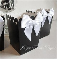 Add an elegant touch to your black and white theme wedding or party with our hand made popcorn favor boxes. Each features a double satin white bow. Just pop into place and fill with treats or use at y Wedding Popcorn Bar, Wedding Candy, Wedding Party Favors, Black And White Wedding Theme, Black White Parties, White Popcorn, Diy Wedding Food, Fun Party Themes, Ideas Party