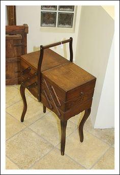 Tavolinetto da lavoro cucito, epoca decò 1940 portagioie!restaurato provenzale