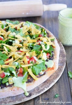 Tostada Pizza (CPK Copycat) Have you ever tried the Tostada pizza at California Pizza Kitchen? I'm way excited to share this new recipe because my mom and brother get this pizza whenever they go to CPK so they are just going to love that they Copycat Recipes, Pizza Recipes, Mexican Food Recipes, New Recipes, Vegetarian Recipes, Dinner Recipes, Cooking Recipes, Favorite Recipes, Healthy Recipes