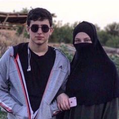 Muslim Family, Marriage And Family, Ulzzang Couple, Niqab, Hijab Fashion, Mens Sunglasses, Couples, Dresses, Style