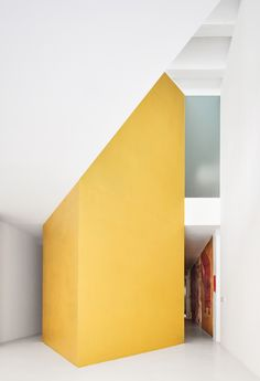 Duplex Tibbaut in Barcelona, Spain by Raul Sanchez Apartment Interior Design, Decor Interior Design, Modern Interior, Interior Decorating, Interior Colors, Minimalist Interior, Raul Sanchez, Osb Wood, Old Apartments