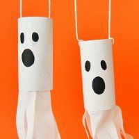 Halloween Handicrafts for kids. Halloween terrifying craft of a ghost, Guiainfantil US presents this handicraft made with recycled materials. Have fun in your Halloween party with this craft for all the family. Cute Halloween Food, Diy Halloween Ghosts, Casa Halloween, Halloween Decorations For Kids, Halloween Crafts For Toddlers, Felt Christmas Decorations, Halloween Party Games, Halloween Kids, Halloween Girlande